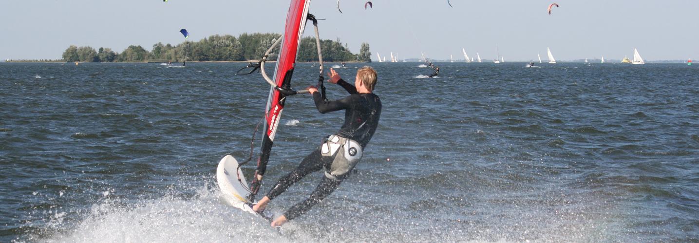 Windsurfmateriaal huren Muiderberg
